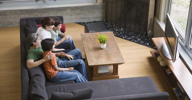 """Acampamento da Conferência- Arme uma barraca em sua sala de estar e coloque sacos de dormir e travesseiros dentro para toda a família relaxar. Faça pipoca e prepare outros lanches para beliscar enquanto assistem à conferência dentro da barraca. Deixe as crianças colorirem e desenharem ao ouvir os alto-falantes. Você pode até mesmo comparar seu próprio """"acampamento de conferência"""" ao Rei Benjamin e seu povo em em Mosias 2:06, no Livro do Mórmons."""