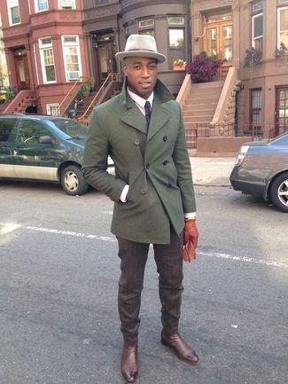 Olivgrüne Cabanjacke, Rosa Businesshemd, Dunkelbraune Anzughose, Dunkelbraune Chelsea-Stiefel aus Leder für Herrenmode