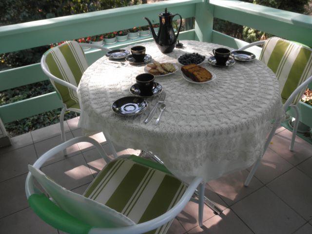 podwieczorek na zadaszonym tarasie --------------- afternoon tea on the porch