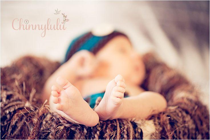 #26daysold #newbornphotography #ocnewbornphotographer #ocnewbornphotography #chinnylulu #chinnylulunewbornphotography #newbornpose #crochethat #babyfeet