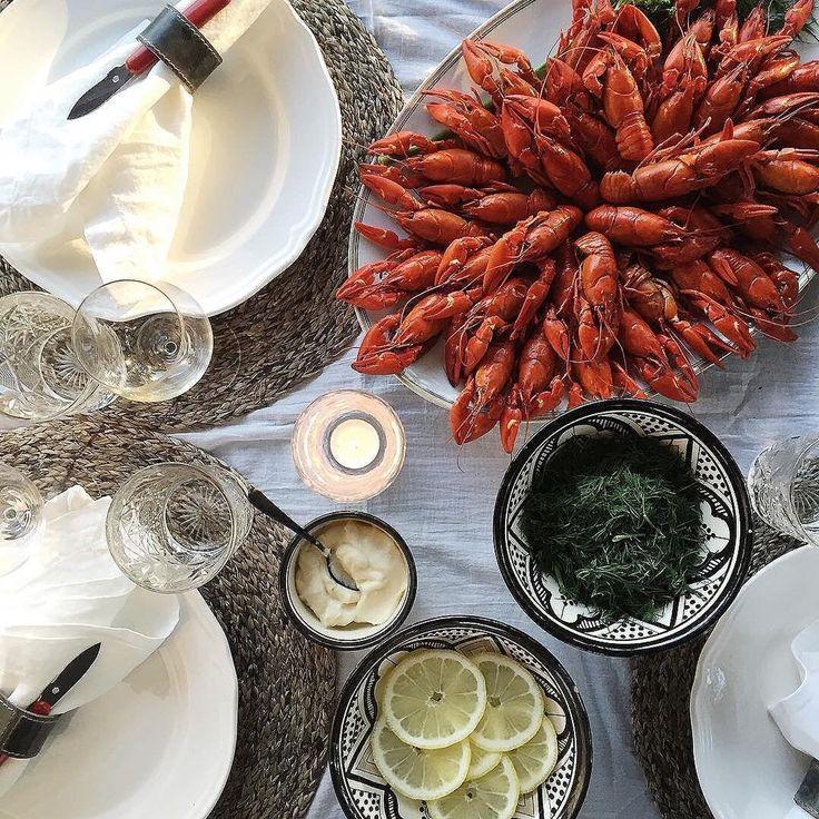 Crayfish party by @jonnakivilahti. Balmuir linen napkins available at www.balmuir.com