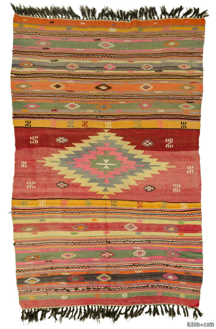 Vintage Turkish kilim rug around 40 years old and in very good condition.