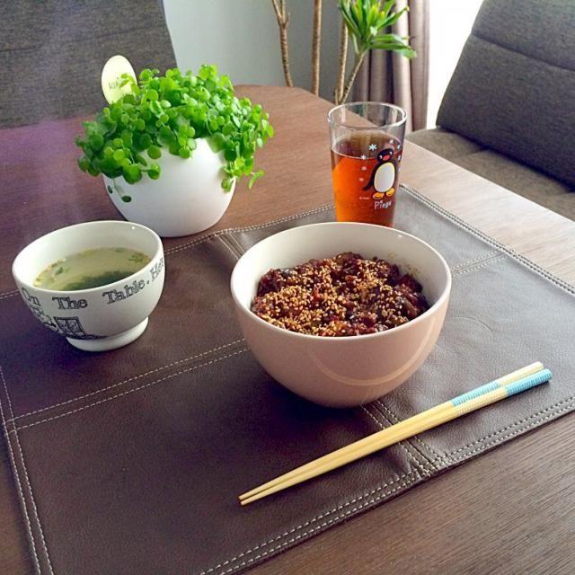 茄子と甜麺醤って合うよね〜。あ〜、美味しっ! ♪( ´▽`) - 24件のもぐもぐ - 茄子とミンチの甜麺醤丼、わかめスープ、たんぽぽ茶 by pentarou