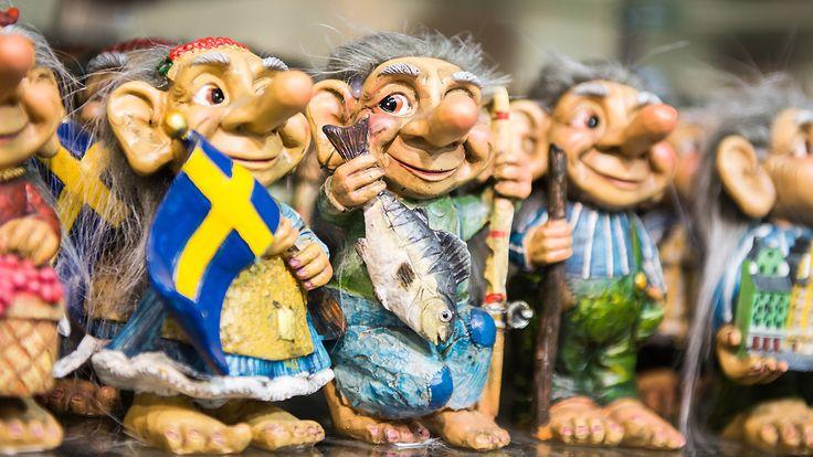 Risken för falsk information som sprids via sociala medier ökar inför det svenska valet. Men hur stor risken är eller vilka intressen som om ett halvår skulle vilja störa valet beror i hög grad på vad som sker i omvärlden.  – Det bästa sättet att avslöja falsk information är att själv vara uppmärksam, säger Thomas Nygren som forskar om det vi kallar fake news.