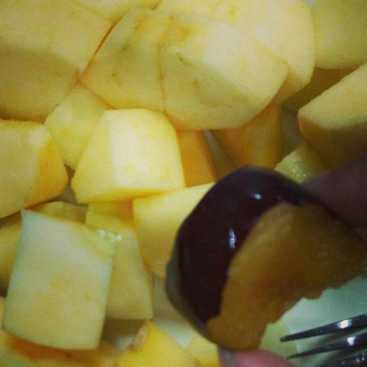 Yuk makan buah!      #apel #plum #instafruit #fruits #fruitsforsnack #instagrammers #igers