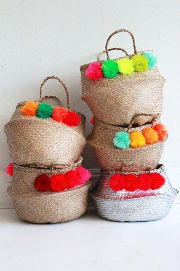 Des corbeilles customisés avec des pompons