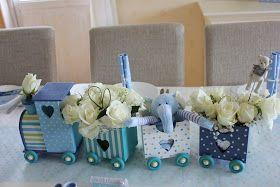 I helgen var jeg i dåp til tantebarnet vårt. Min kjære mor hadde laget lekre blomsterdekorasjoner og jeg bidro med cupcakes og bordkort. Fi...