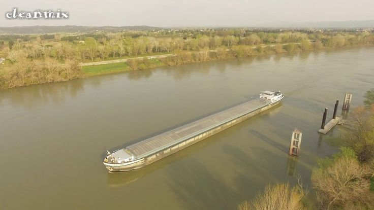 HOUSEBOAT PASSAGE LOCK SLUICE BEAUCAIRE ECLUSE FRANCE DRONE FOOTAGE 4K