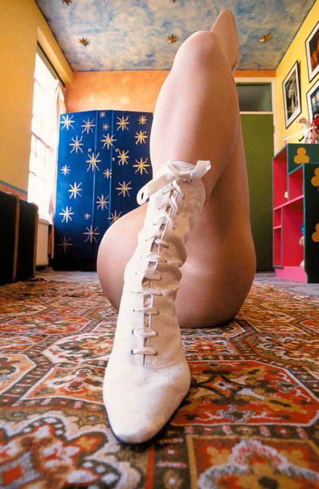 #alva_bernadine #photographer  #photography #model #leg #legs #boots #nude #erotic  #london #united_kingdom #bâteau #jambe #talon #bas #collant #femme #fille #short #boat #award_for_young_photographer #girl #woman #stockings #noipic