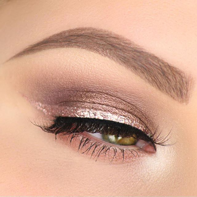 Rose gold  @taniawallerx3  BROWS: #BrowDefiner in Medium Brown set with Clear Brow Gel  LINER: Tarte Cosmetics Clay Pot liner in Rose Gold  #anastasiabeverlyhills
