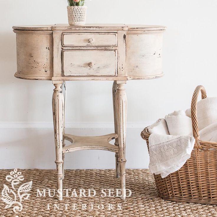 Med Milk Paint är det lätt att skapa en naturligt sliten look om det är det ni vill ha går även jätte bra att måla slätt& fint #mmsmp #iheartmilkpaint #milkpaint #skattkammarbutiken #målaom #målarglädje #möbelmålning #möbeldesign #förändramedfärg #interiordesign #inredning #vitt #vintage #lantligt