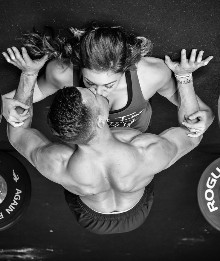 Crossfit engagement photo taken by Storyteller Photography.