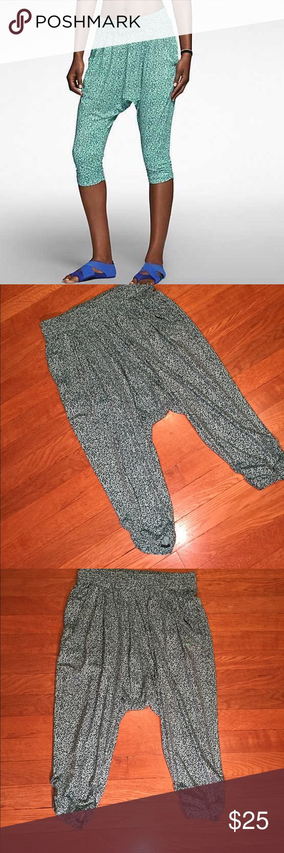 Nike avant move mezzo pattern training capris These are a pair of blue and mint patterned training capris from Nike, elastic waist band, front two pockets, cinched waist band. Good condition minor wear, small part of front stitching at waist band coming undone, see pictures.  Be sure and check out other items in closet and bundle to receive discounts. Nike Pants Track Pants & Joggers