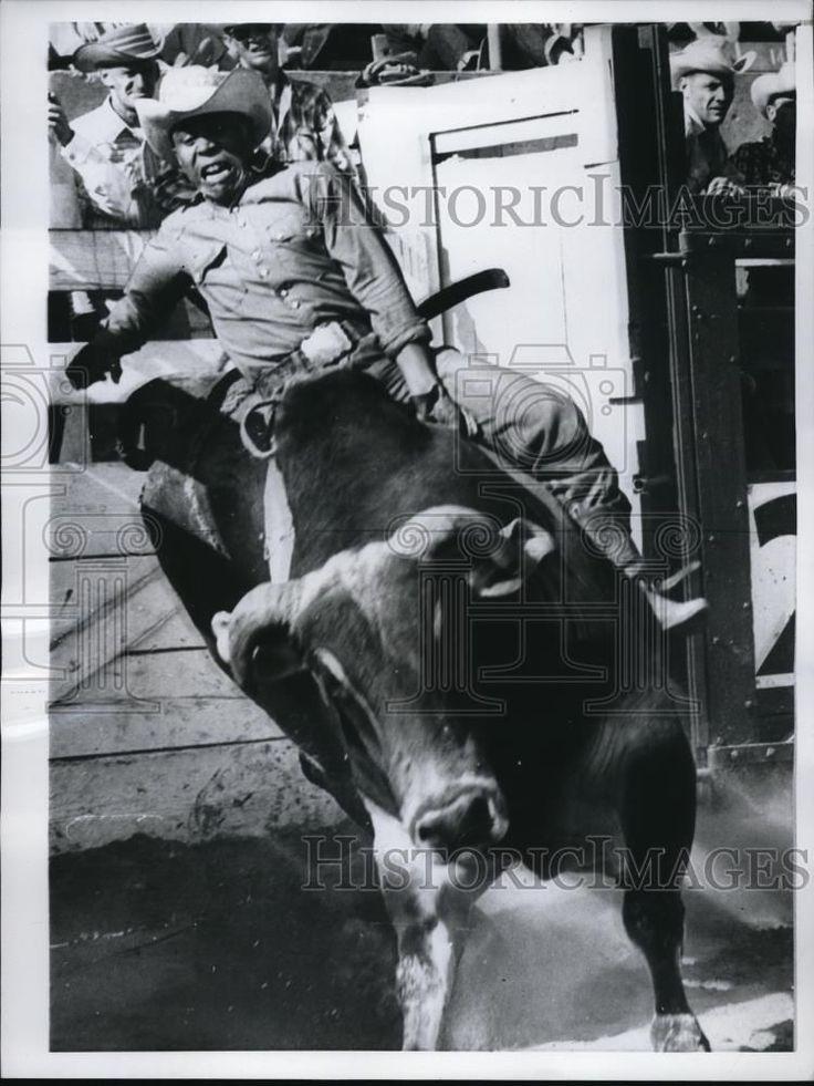 Press Photo Larry Condon Cowboy Rodeo Champ Rides Bull At