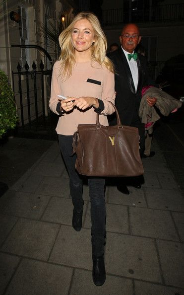 """Sienna Miller Photos Photos - Sienna Miller is all smiles as she emerges from the Theatre Royal Haymarket after performing in Terence Rattigan's play """"Flare Path"""". - Sienna Miller at the Theatre Royal Haymarket"""