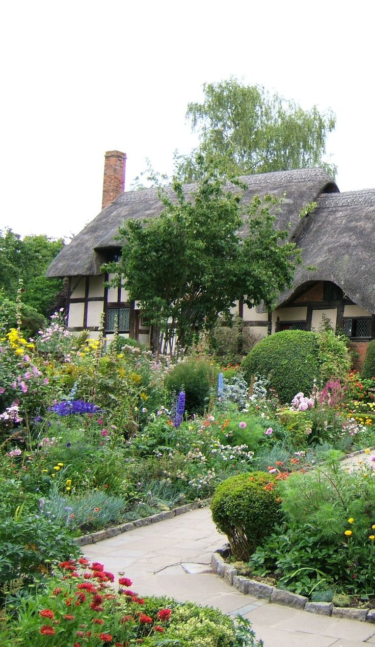 Ever since I was a little girl I've wanted to return to England and live in a quaint village cottage.....♥
