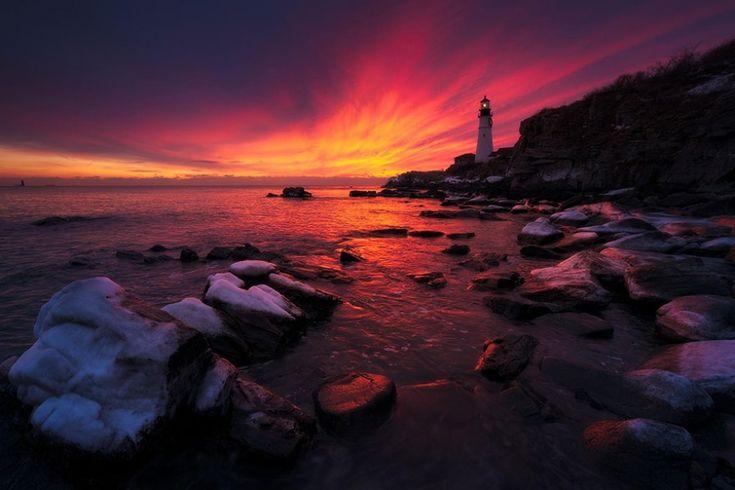 7701360-R3L8T8D-900-amazing-lighthouse-landscape-photography-19