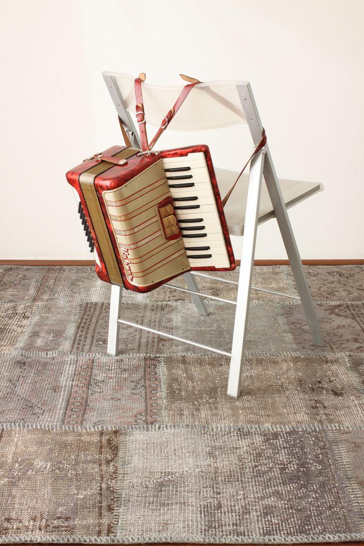 Gris con un toque tibio.. Encuentra esta y muchas alfombras más en nuestro showroom. Te esperamos!