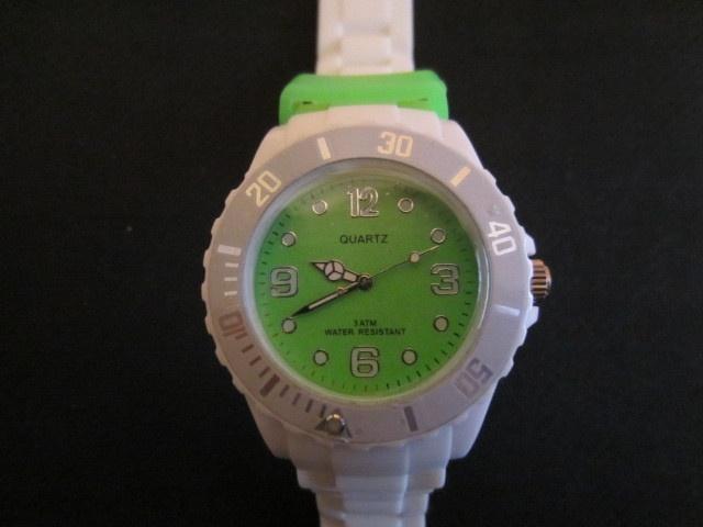 Quartz unisex Watch Green/White, £6.99