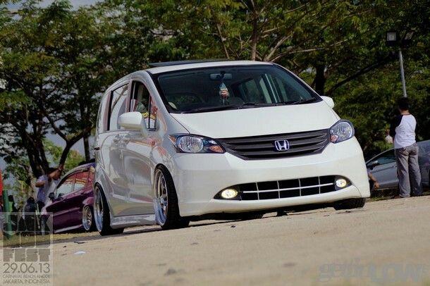 Honda Freed GB3 'shakotan style'