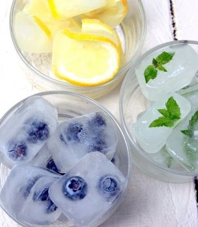 Frozen fruit water into ice cubes