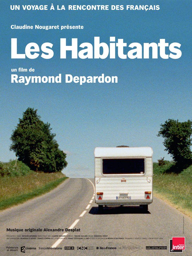 Raymond Depardon part à la rencontre des Français pour les écouter parler. De Charleville-Mézières à Nice, de Sète à Cherbourg, il invite des gens rencontrés dans la rue à poursuivre leur conversation devant nous, sans contraintes en toute liberté.