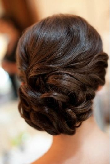 Try this curled, side-swept parted look that will dazzle everyone at the event.