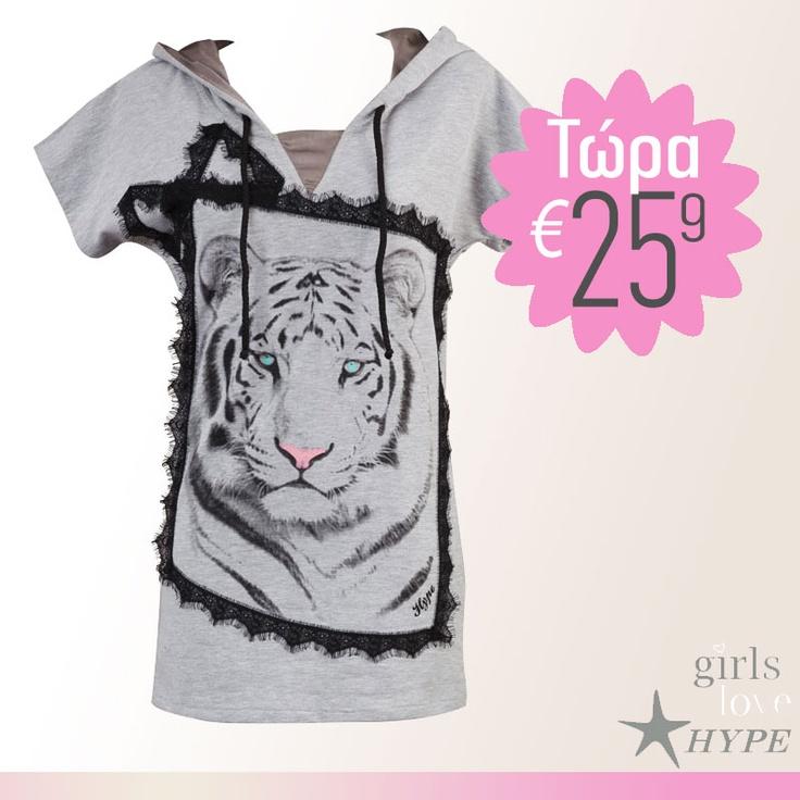 Τώρα €25.9!  Φόρεμα φούτερ γκρι με κουκούλα και στάμπα τίγρη, Hype    shop online >> www.styledropper.com/hype?pid=13873=el    Φόρεμα από γκρι φούτερ με κουκούλα και κοντά μανίκια. Μαύρη δαντέλα τριγυρίζει την στάμπα-τίγρη. Δυνατή εμφάνιση. Σε γκρι, εκρού, μαύρο, μωβ, ροζ ή φούξια χρώμα.