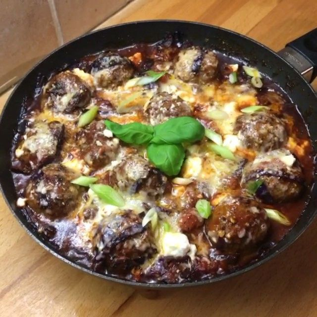 If you like big juicy balls then this #leanin15 is right up your street  Possibly the tastiest creation I've ever made. Tag your friends below   @lucybeecoconut oil Red onion  Crushed garlic Fennel seeds Tomato purée Beef meatballs  Red cabbage  Worcestershire sauce  Chopped tomatoes  Salt and pepper  Feta Cheddar  Parmesan  Grill it for a minute and enjoy
