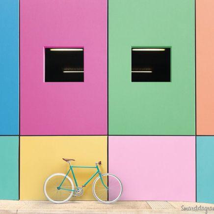 """Não tenho dúvida que viajar nos torna mais criativos! Já imaginou embarcar em uma aventura e de quebra ter uma bicicleta retrô como companhia? Fala sério, é inspiração para dar e vender, né? Foi com essa ideia que o fotógrafo Martyn Holland, da Inglaterra, criou o@smartstagram,que mostra uma bike """"viajando e posando"""" por aí. Só tem foto linda, bora conhecer?"""