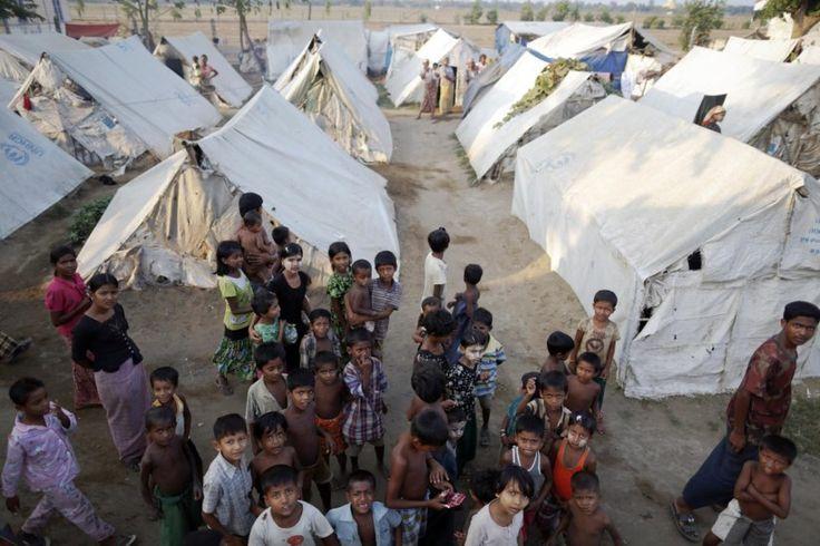 Actualmente, a maioria dos rohingya vivem em campos de refugiados na costa do estado de Rakhine, e alguns permanecem num ghetto cercado perto da cidade de Sittwe, no centro de país.