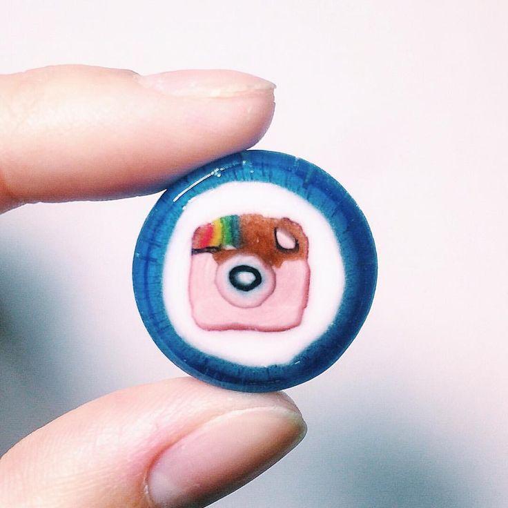 . 数日間小さく載せて参りましたこの飴、お気付きの方もいらっしゃるかと思いますが、Instagramロゴの組み飴だったのです!  作りすぎてしまったので、応募者全員に無償配布いたします。ブログに詳細記載がございますので、どうぞ楽しんでご覧いただけたら幸いです。【まいあめ ブログ】で検索🔍 【飴の受付は終了いたしました】 #Instagram飴 #まいあめ工房 #組飴 #組み飴 #飴 #和菓子 #伝統技術 #伝統技法 #伝統文化 #職人 #日本 #japan #candy #wagashi #traditional #art #CoolJapan #japanesesweets #craftsman #craftsmanship #artist #sweet #myinstagramlogo #instagramlogo