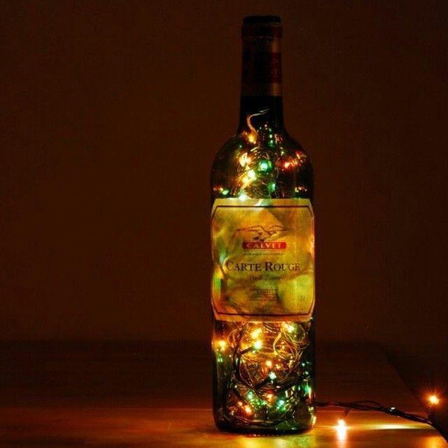 """Lampbada Dekoratif Lambalar'nın """"Frenchwineglass"""" masa lambası https://www.sorrpa.com/urun/frenchwineglass/202/tr linkinde. """"El yapımı olan ürünlerimde, cam işçiliği titzlikle yapılmıştır. Tümü kişiye özel tasarlanmakta ve imal edilmektedir."""""""