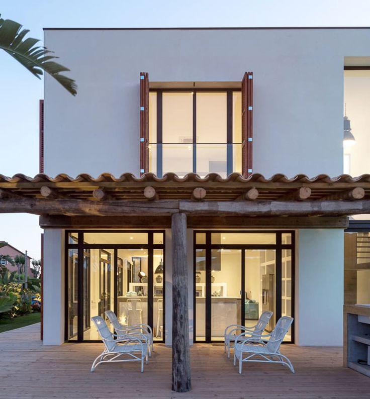 Busca imágenes de Casas de estilo mediterráneo: Terraza nocturna | Casa A. Encuentra las mejores fotos para inspirarte y crea tu hogar perfecto.