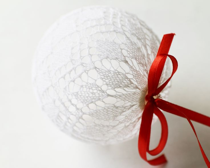 Lace Christmas Tree Ball