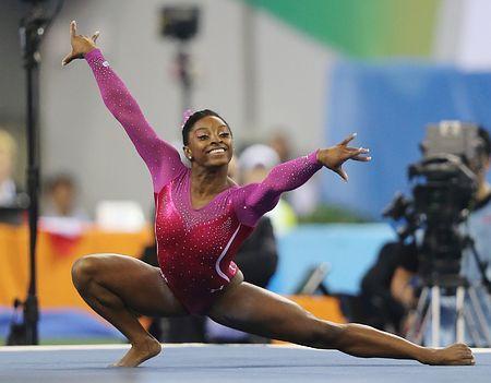 女子個人総合で2連覇を果たした、米国のバイルスのゆか=10日、中国・南寧 ▼11Oct2014時事通信|バイルス「いい気分」=世界体操 http://www.jiji.com/jc/zc?k=201410/2014101100009 #Simone_Biles