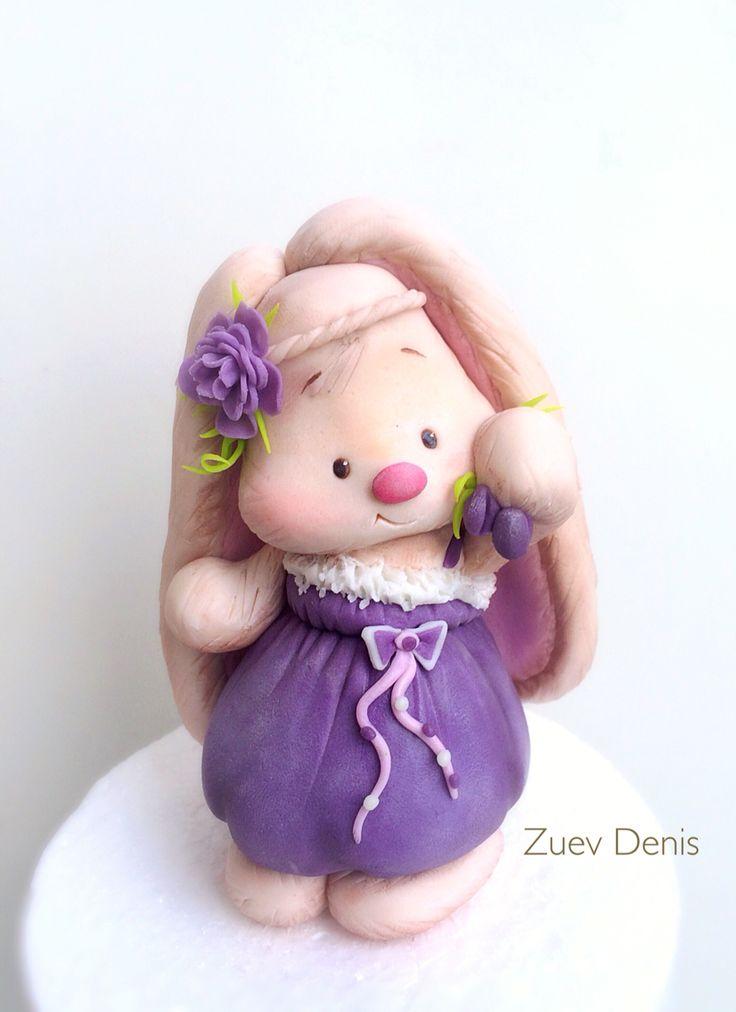 Фигурка Зайчика из сахарной мастики на детский тортик