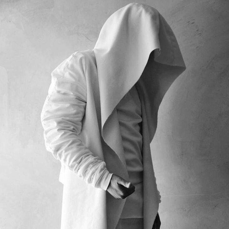 Must have de hoje  apaixonado por essa blusa gente, e vocês, usariam??  Encontrei essa foto na net mas sem descrição de marca, modelo é valor!!!  {Não consigo descobrir de onde é nem quanto custa mas assim que encontrar atualizo o post, ou se alguém souber me avisa por favor}    Minha opção será comprar o tecido e levar para uma costureira replicar!!!!  #estilomasculino #trendy #fashion #blogger #inspiration #style #outfit #summerstyle #streetstyle #stylish #dapper #fashionblogger #fashion