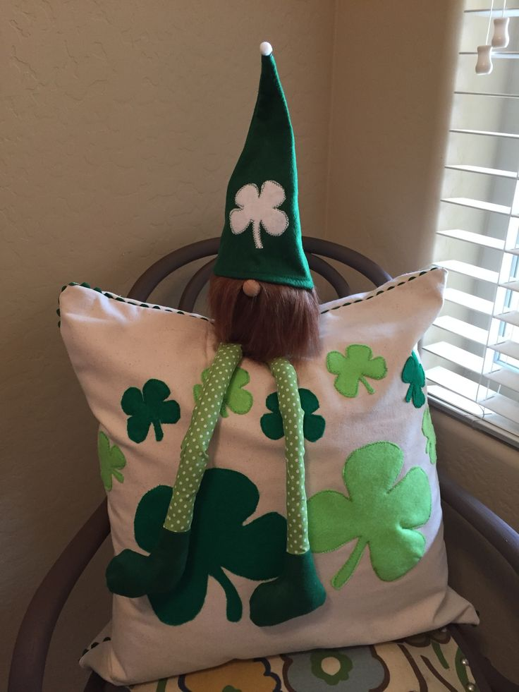 Download St. Patrick's Day Gnome | Christmas ornaments, Gnomes ...