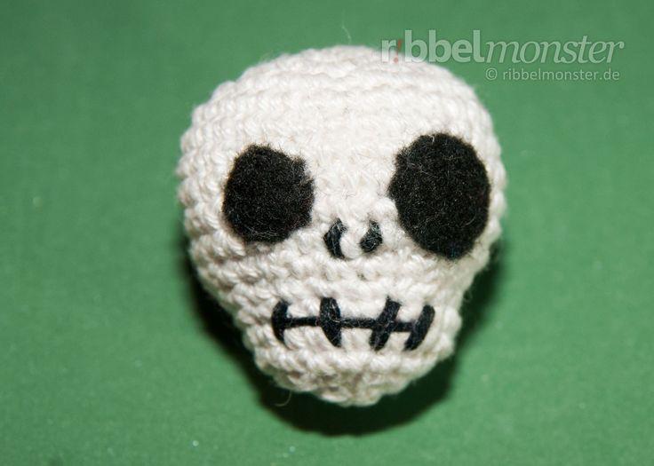 Free Amigurumi Skull Pattern : 1000+ images about Crochet on Pinterest