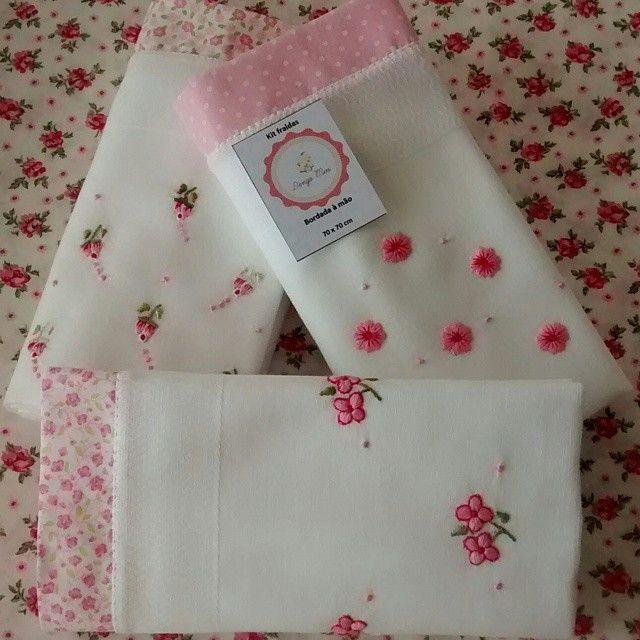 Produto confeccionado com tecido 100% algodão e com fraldas de boa qualidade  Bordados manuais, diversos modelos e cores.