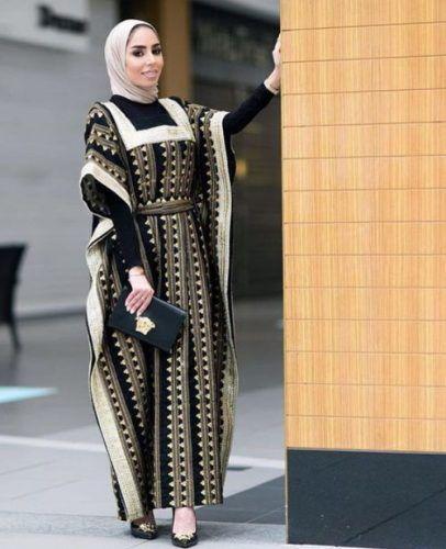 very elegant black abaya style- Latest Abaya designs for 2016 http://www.justtrendygirls.com/latest-abaya-designs-for-2016/