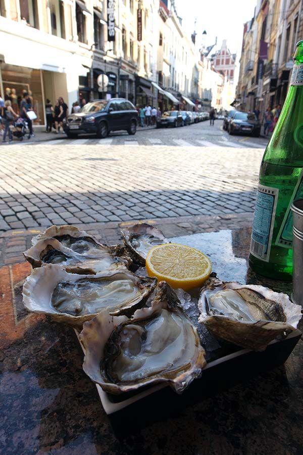 L'Huitriere Lille | http://www.yourlittleblackbook.me/nl/huitriere-lille-oyster-bar-rijsel/  rijsel france oyster bar restaurant hotspot food travel cityguide travelguide