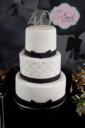 Una tarta con mucho glamour, para una fiesta 40 cumpleaños / A glamour black and white cake, for a 40th birthday