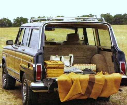 A picnic... Wagoneer style.  I wish they would bring these back.