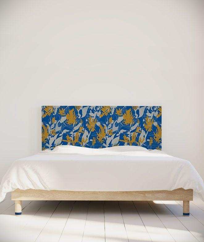 """""""Flamant"""" par Marion Hamaide. Marion Hamaide est designer textile. Elle vit et travaille à Strasbourg. À partir de dessins à la main, d'expérimentations plastiques et graphiques, elle développe des motifs sensibles et colorés pour la mode, le papier peint et l'ameublement. Elle aime cuisiner, tricoter et partir en voyage à la découverte du monde. #tetedelit #decoration #chambre #lit #ideesdeco #maisondecoration #francedesigninterieur #projetdecoration #madeinfrance #artiste #headboard"""