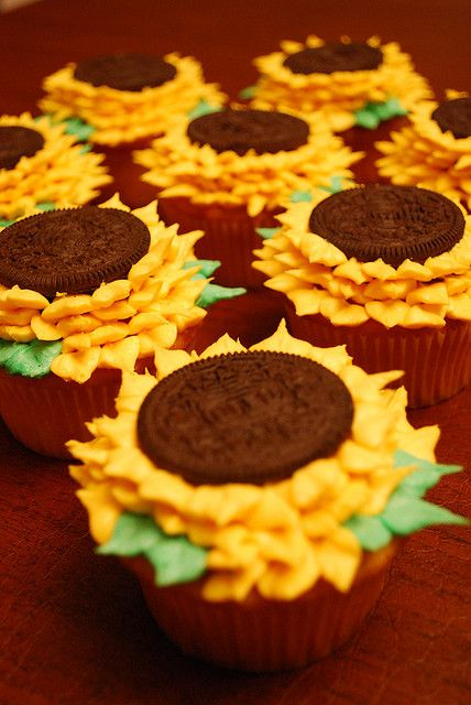Sunflower cupcakes....@Amber Lansing if you have to take anything to Rayell's baby shower?Desserts, Birthday, Cookies, Recipe, Sweets, Food, Cute Ideas, Sunflowers Cupcakes, Cupcakes Rosa-Choqu