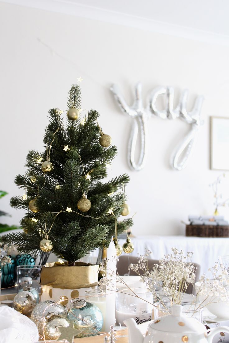 10 gorgeous christmas table decorating ideas 187 photo 2 - How To Style A Christmas Table With Ease