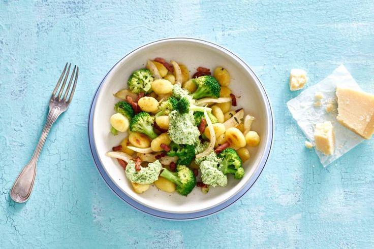 Een keertje geen pasta maar wel zin in Italiaans? Ga voor gnocchi! Met knapperige groenten en een lekker sausje.- Recept - Allerhande