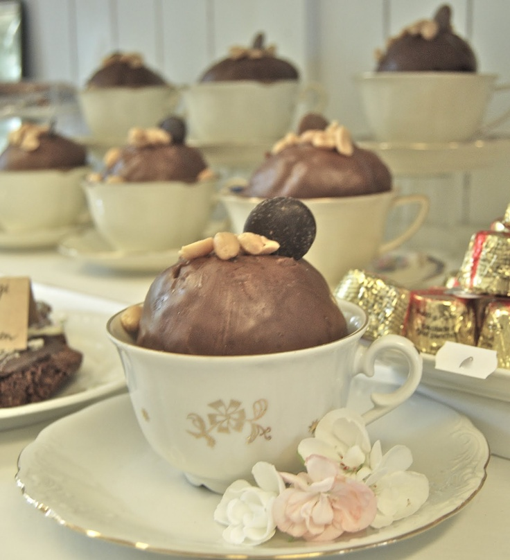 Sweet vintage tea cup idea...I would put a cupcake in the tea cup. Couldn't find the recipe for this chocolate thing.